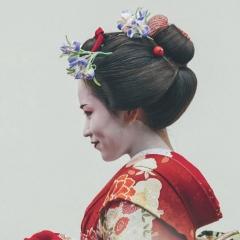 JAPON LE PAYS DES CONTRASTES - Du 19 avril au 03 mai 2020 - Croisières d'exception vous propose de découvrir le charme et les traditions de deux principaux états d'Asie à savoir le Japon et la Corée du Sud. Lors de ce voyage de 15 jours mêlant découverte maritime à bord du Celebrity Millennium et court séjour à Tokyo, vous aurez la possibilité de contempler toutes les facettes de ces deux pays fascinants. Vous serez immergé dans leurs cultures traditionnelles tout en constatant le gigantisme et la modernité de leurs métropoles. En plus d'arpenter les rues de la capitale nippone, Tokyo, dans laquelle vous resterez plusieurs jours, vous admirerez des lieux incontournables du Japon comme le Mont Fuji empreint de sacralité. Vous arpenterez des villes denses ponctuées de temples, de sanctuaires et de jardins magnifiquement entretenus telles qu'Osaka, Kobe ou Kyoto. Vous ferez également une incursion à Busan, une des villes les plus animées de Corée du Sud. De plus, grâce à la présence de nos invités spécialistes, vous en apprendrez davantage sur l'histoire et les coutumes de ces deux pays lors de conférences passionnantes et instructives.