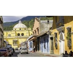 Voyage sur mesure au Guatemala - GUATEMALA CIUDAD – ANTIGUA – CHICHICASTENANGO – LAC ATITLAN – COPAN (HONDURAS) – RIO DULCE – LIVINGSTONE – FLORES – TIKAL – CAYE CAULKER – BELIZE  Un voyage au Guatemala est avant tout la garantie d'un dépaysement total et de la découverte d'un pays mystérieux et envoutant. L'impressionnante architecture coloniale et les paysages naturels encore vierges vous captiveront dès le premier jour. Le Guatemala aussi le pays où les habitants son les descendants directs des Mayas, ayant conservé leurs rites ancestraux.