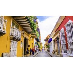Voyage sur mesure en Colombie - BOGOTA - VILLA DE LEYVA - BARICHARA - GUANE - REGION DU CAFE - VALLE DEL COCORA - SANTA MARTA - PARC TAYRONA - CARTAGENA  De la région des Andes verdoyantes avec ses villages coloniaux et ses plantations de café, jusqu'aux plages paradisiaques de la côte Caraïbe, en passant par la magnifique Cartagena et la bouillonnante Bogota, ce voyage découverte vous plongera au cœur d'une Colombie des plus authentiques. Grâce à son peuple métissé et très attachant, le pays a su garder ses valeurs et ses traditions qui sauront vous émerveiller.