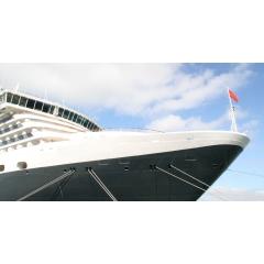 TRANSATLANTIQUE SUR LE QUEEN MARY - Du 07 au 15 juin 2020 - Croisières d'exception vous propose de revivre l'épopée des grandes transatlantiques à travers une magnifique croisière à bord du Queen Mary 2. Tout au long de cette traversée unique, vous profiterez d'un programme de conférences exceptionnel, proposé par nos invités de renom : Patrick Poivre d'Arvor, journaliste, reporter, présentateur, animateur et éditorialiste et Pierre-Jean Furet, conférencier et directeur éditorial d'un grand éditeur parisien. Par ailleurs, notre musicien, Aurélien Pontier, l'une des personnalités marquantes de la jeune génération de pianistes français, vous transportera d'un monde à l'autre à travers un riche programme musical, de Chopin à Gershwin en passant par Rachmaninov. Après sept nuits en mer et une arrivée magique à l'aube du huitième jour à New York, vous débarquerez du Queen Mary 2. Nous vous offrons la possibilité de prolonger votre voyage avec un séjour de 3 jours à New York afin de découvrir les merveilles de cette ville.Avec ou sans l'extension proposée, votre vol retour vers Paris se fera dans le confort de la classe affaires de notre partenaire aérien « La Compagnie ».